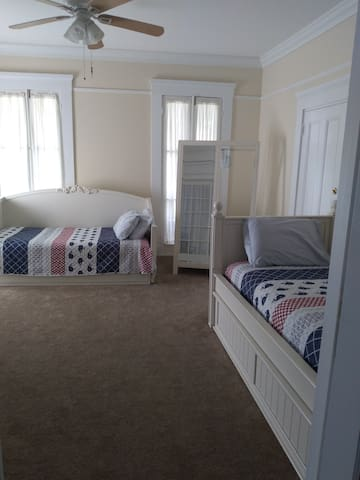 Front bedroom, 2 daybeds, spring/summer look Note: due to covid, no longer putting decorative pillows