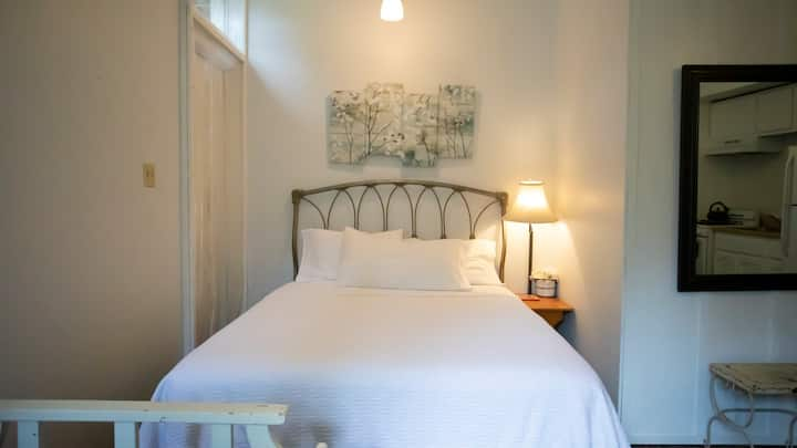 June Lake Chalet, Chalet Suite 1 / Sleeps 4