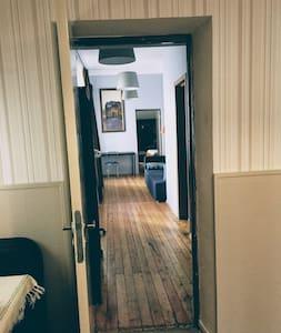 Wejście z przedpokoju do mieszkania