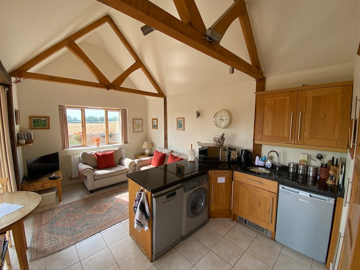 Spacious 1 bedroom Lodge in Goodwood countryside.