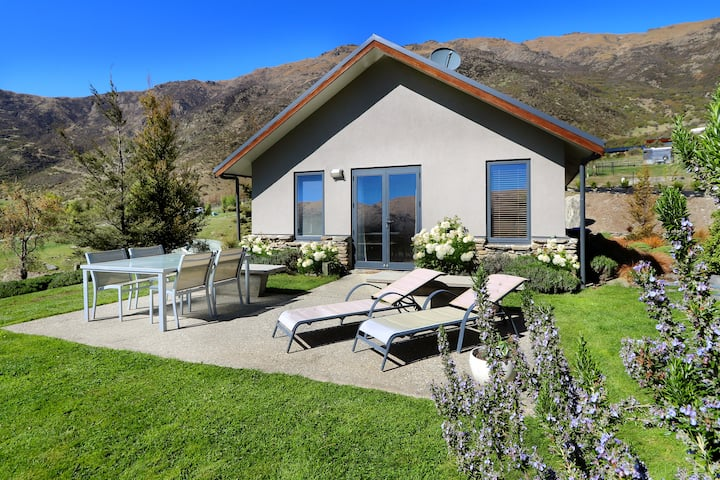 Paqocha Cottage  - Alpacas, Views and Vines