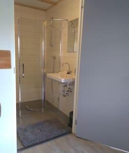Brede deur doorgang voor toilet