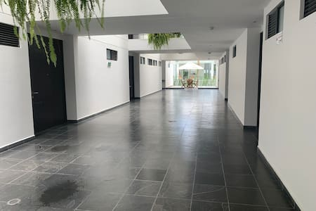 Pasillo de acceso al apartamento