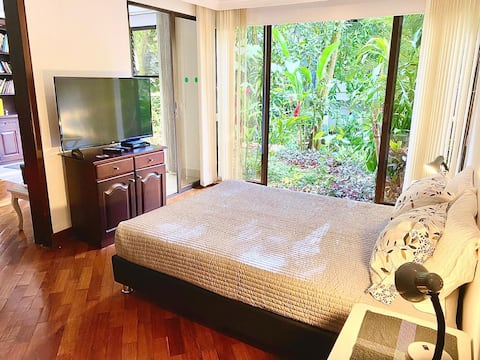 Poblado private suite with your own garden & Kitch