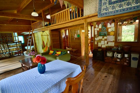 Ett litet hus i fridfull dal