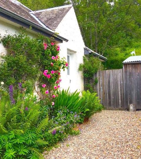 4 Balvaig Cottage-  cosy, relaxing getaway