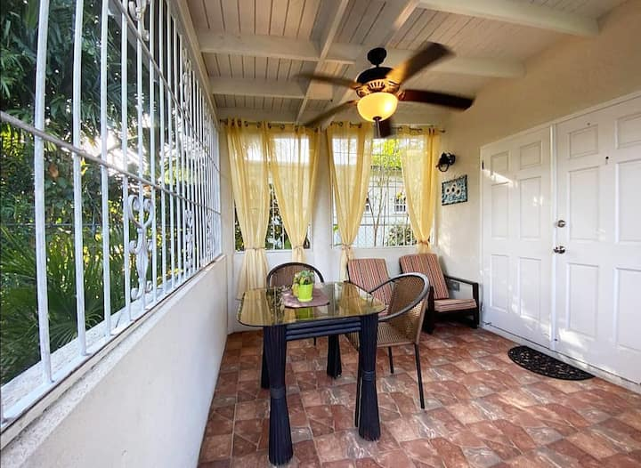 Apt 1A Palm Crest: REDUCED RATES ON WINTER STAYS
