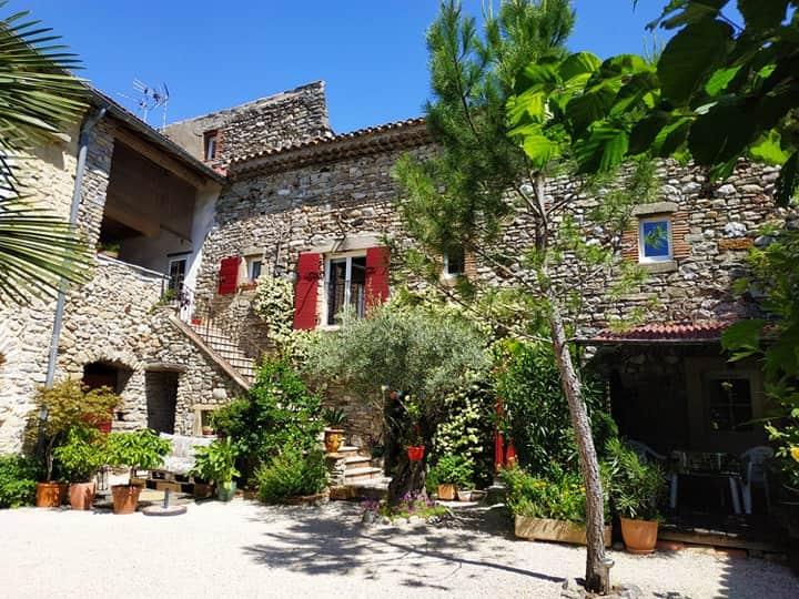 Gîte de groupe 2 chambres dans mas 5 km Alès Gard