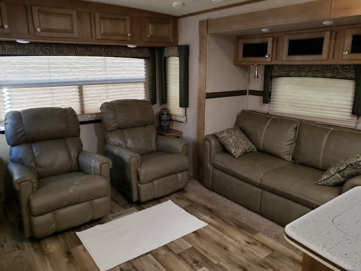 35 Ft Large New Camper