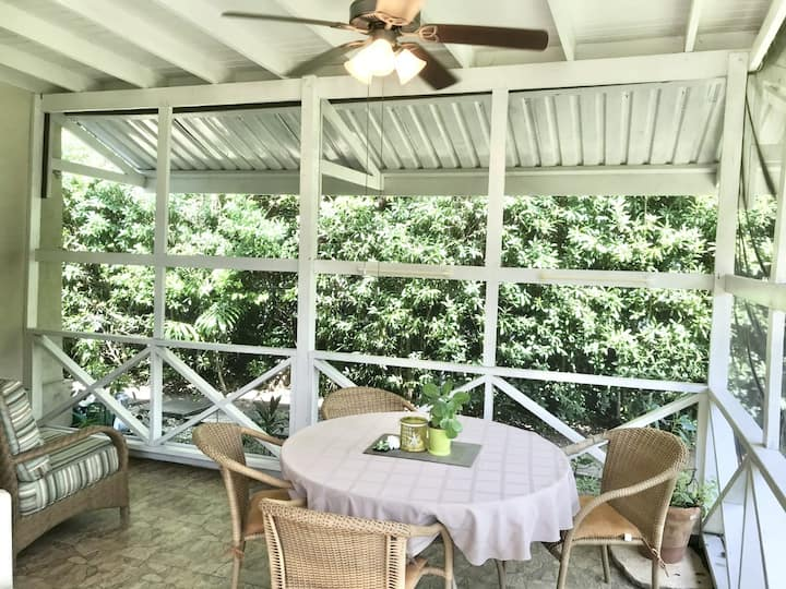 Apt 1B Palm Crest: REDUCED RATES ON WINTER STAYS