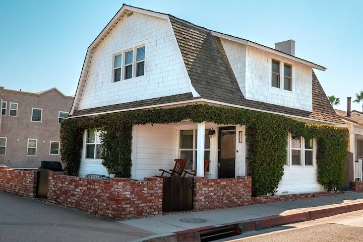 Newport Beach Bougainvillea Cottage 501