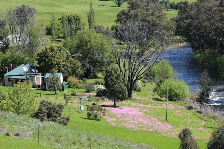 River's Edge Pet Friendly cottage