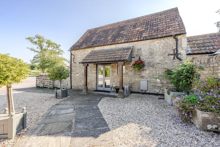 Magical Cotswolds Barn Getaway