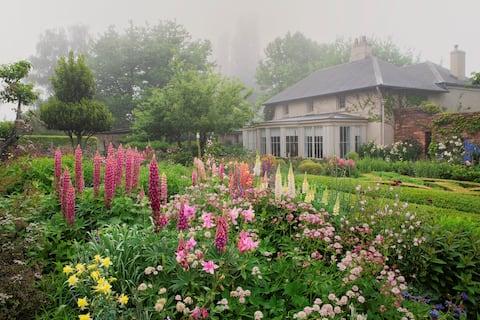 花園內的傳統小屋。