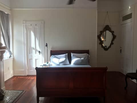 Lovely Victorian in the Starland --  Moss Room