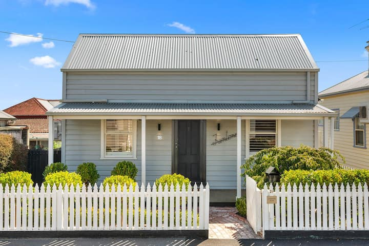 ★ Luxurious Geelong Cottage ★Walk Everywhere ★WiFi