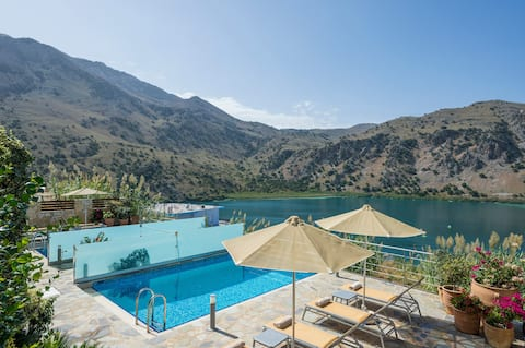 Amazing Lake View villa w/Pool,Walk to Restaurants