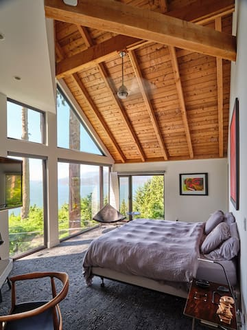 Master Oceanview Bedroom, California King Sized Bed, can be separated to 2 Singles, Heated Floors, Fan, TV - Apple TV, Desk, Fan, Coconut Shard Chair, Noguchi Japanese Lamp
