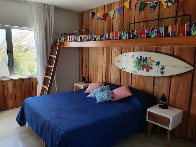 Segundo dormitorio, opción cama queen o 4 individuales