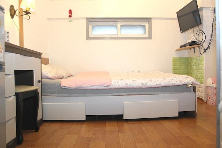 Safe&Nice flat for Long days stay@HongDae/ShinChon