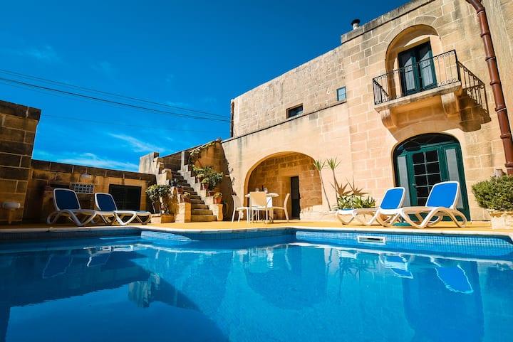 Dar ta' Betta, Farmhouse with private pool Gozo