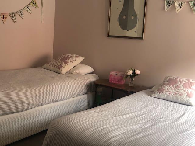 Bedroom 3 - x2 single beds