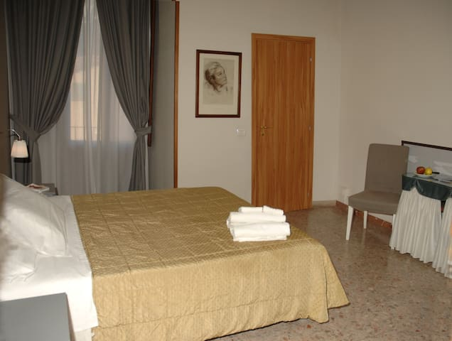 Melody-Triple Room with private Bathroom