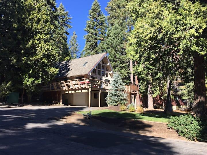 West Shore Lake Tahoe 4BR 2BA Lawn