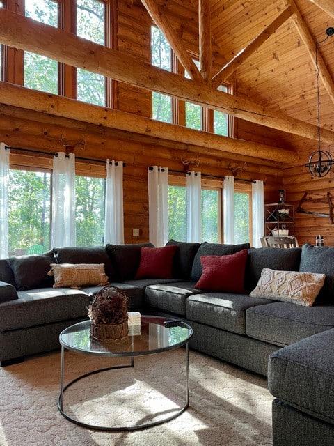 NEW LISTING Log Home on the lake
