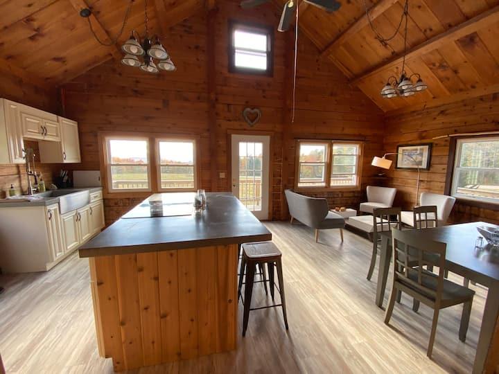 Big Jay's Lodge: 2 miles from Jay Peak Resort