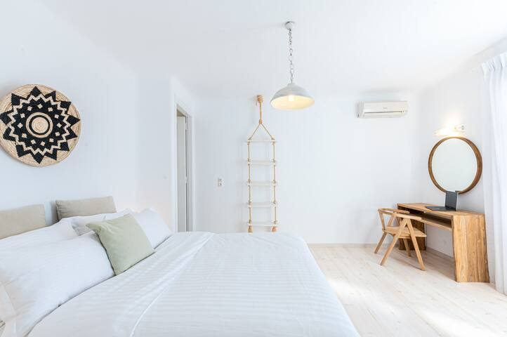 Master bedroom with Queen size bed and en-suite bathroom on the first floor