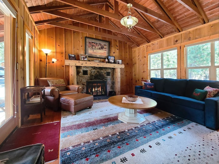 """""""Cabin Fever"""" Great for couple! Walk to Sunnyside"""