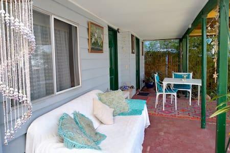 Beach, garden flat. Clean & quiet. Own access.