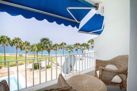 Apartamento con terraza con vistas al mar