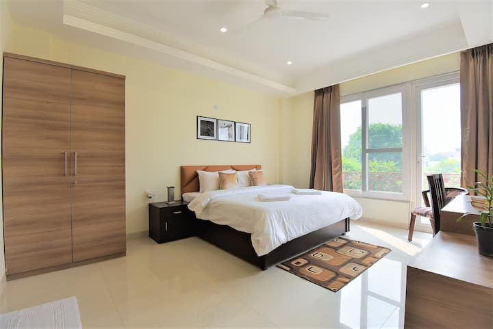 OLIVE Cozy Studio with Kitchen @ Golf Course Road