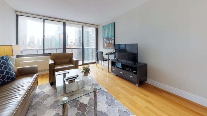 Modern 1BR   Balcony   Heart of Midtown   by GLS