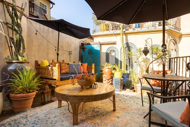 Historic LA Oasis with outdoor courtyard