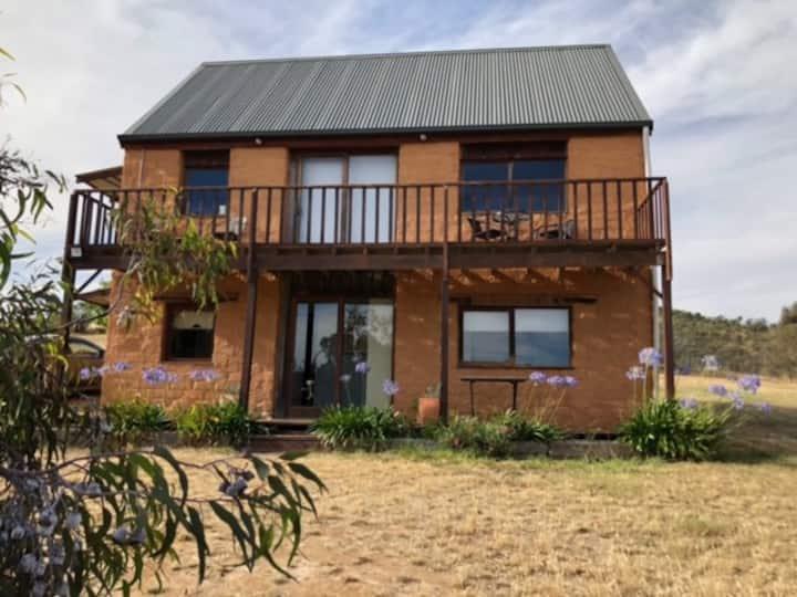 Redbank Winery Chestnut Cottage