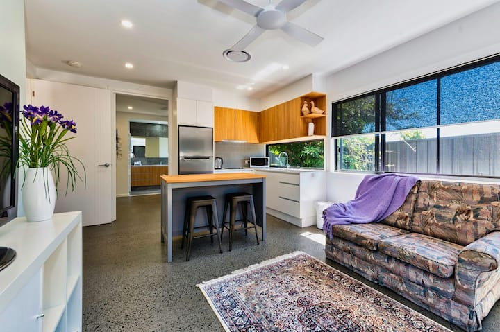Modern 1 bedroom self-contained flat in Cleveland