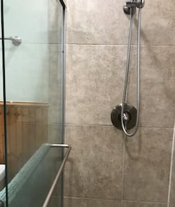 Rögzített kapaszkodók a zuhanyzónál