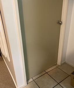 Wide door, flat entrance