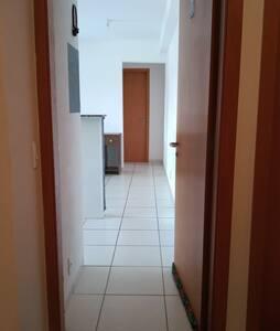 Entrada principal  que permite acesso a todos os cômodos.