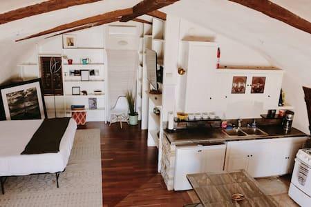Pintu masuk yang lebar