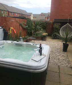 Enter the garden and jacuzzi from ground level