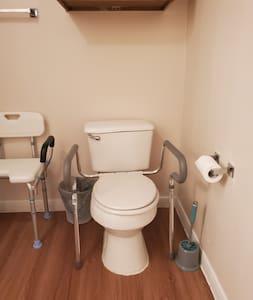 Bar paut dipasang untuk tandas