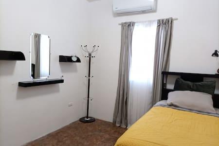 Додатковий простір навколо ліжка
