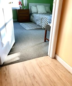 This picture is showing the there are no steps into the room. As a matter of fact the whole house is completely wheelchair accessible.