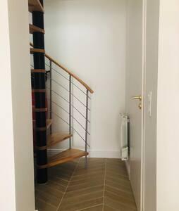 Cet escalier permet d'accéder à la chambre