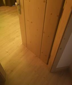 le camere dispongono di porte da 80cm