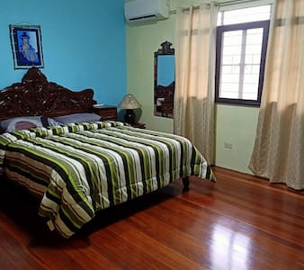 Spacious queen size bed room